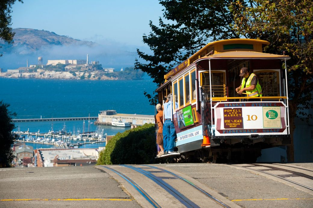A-cable-car-on-top-of-Hyde-Street-in-San-Francisco-California
