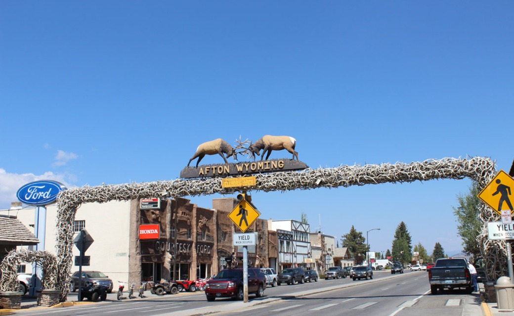 afton-wy-antler-arch