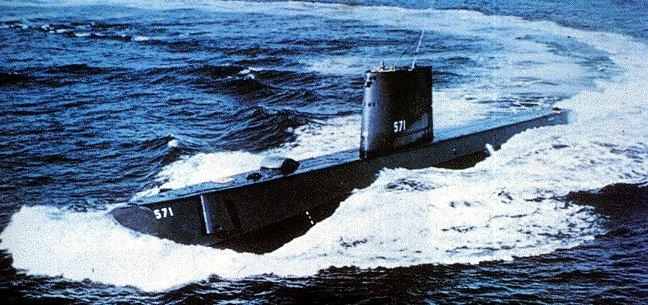 USS_Nautilus_SSN-571_-_0857101-2