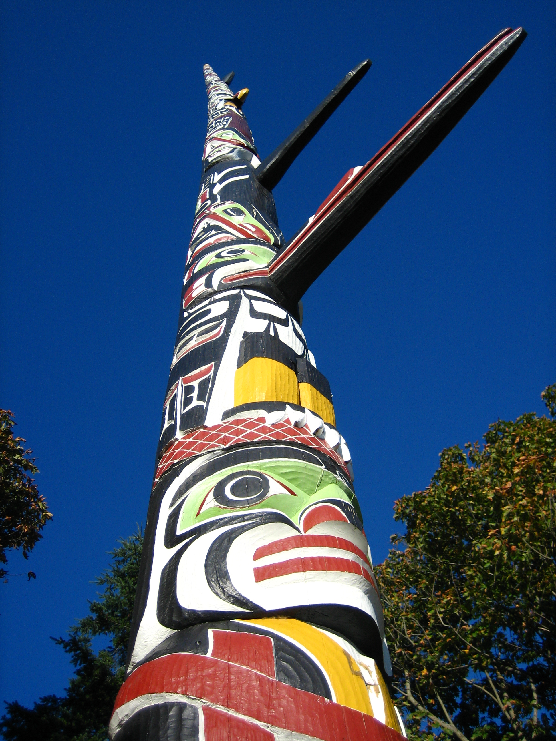 World's_Tallest_Totem_Pole,_Victoria,_British_Columbia